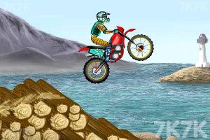 《摩托车特技赛》游戏画面3