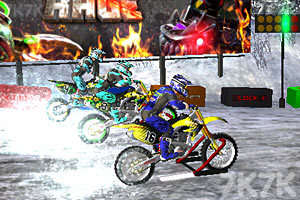 《3D极限越野摩托圣诞版》游戏画面1