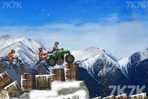 《雪地大摩托》游戏画面1