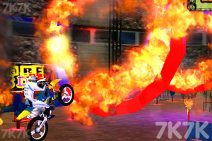 《疯狂特技摩托3D》游戏画面2