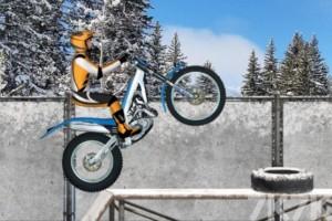 《冰上摩托车》游戏画面2