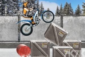 《冰上摩托车》游戏画面3